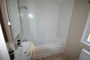 Carlton Meres Holiday Park - Delta Cambridge - Bathroom