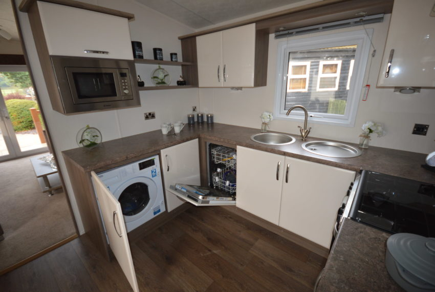 CCarlton Meres Holiday Park - Delta Cambridge - Kitchen