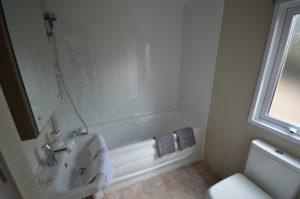 Winchelsea Holiday Park - Delta Cambridge - Bathroom