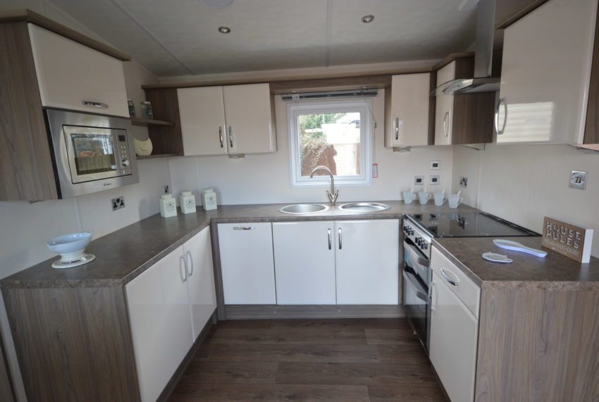 Winchelsea Holiday Park - Delta Cambridge - Kitchen