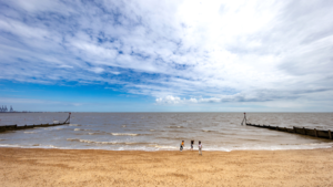 Dovercourt-Holiday-Park-Beach