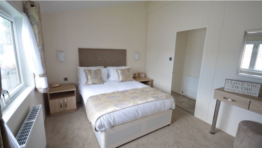 Golden Sands Holiday Park - Delta Canterbury - Master Bedroom