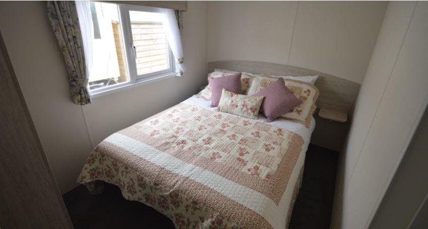 Golden Sands Holiday Park - Delta Hailsham - Master Bedroom