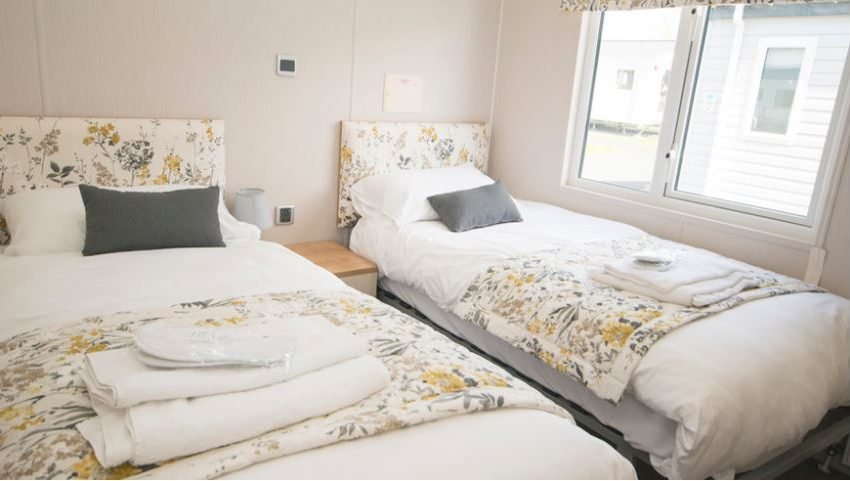 Pevensey-Bay-Holiday-Park-Willerby-Everleigh-Single-Bedroom1