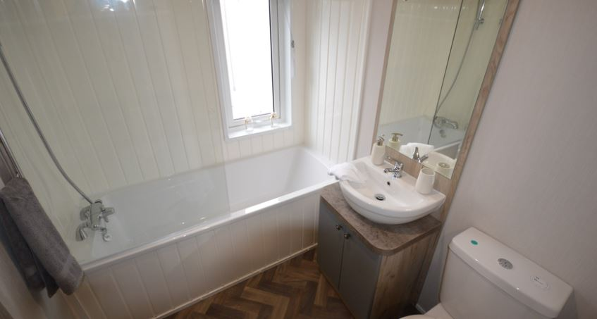 Carlton-Meres-Holiday-Park-Willerby-Candence-Bathroom