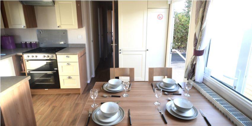 Felixstowe-Beach-Holiday-Park-Swift-Bordeaux-Dinning