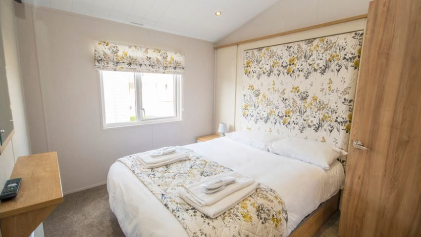 Pevensey-Bay-Holiday-Park-Willerby-Everleigh-Master-Bedroom